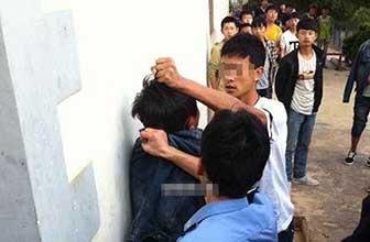 一学生遭2名警察暴打