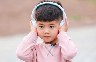 安吉头戴耳机实力撩妹