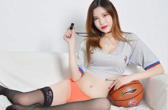 篮球宝贝化身美女裁判