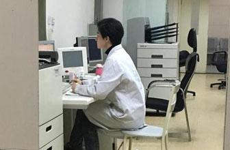 某院医生被曝酷似杨洋