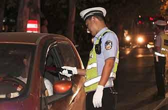 酒驾上高速打人被拘留